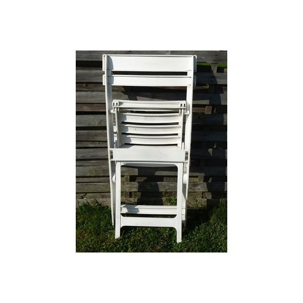 Chaise blanche pliante louer l 39 espace reve dans le for Hauteur d une chaise